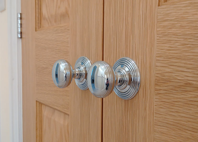 Oak doors and classical Chrome ironmongery & Oak doors and classical Chrome ironmongery - Armada